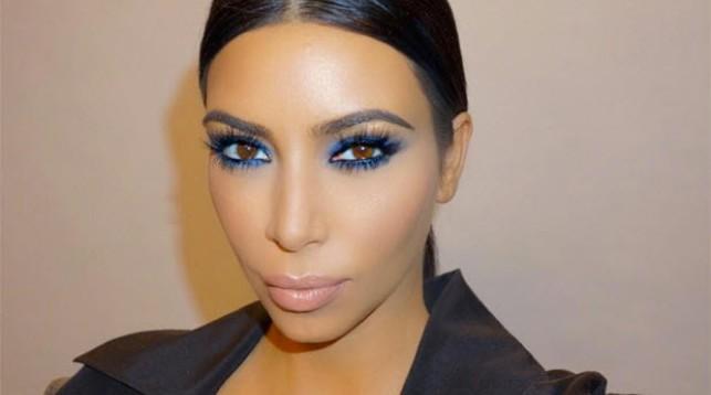 Ким Кардашьян подала в суд на сайт, обвинивший ее в выдумке истории об ограблении