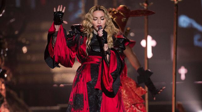Чем докажете? Недоверчивый курьер неделю неотдавал посылку эстрадной певице Мадонне