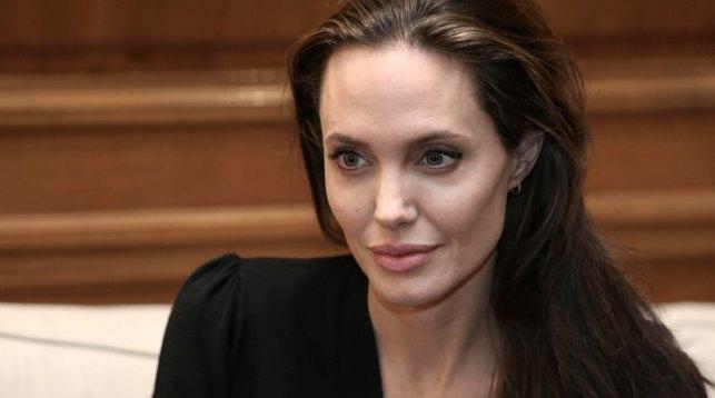 Анджелина Джоли будет лицом нового аромата Guerlain