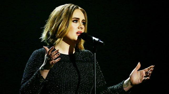 Эстрадная певица Адель отказалась отвыступления вперерыве Супербоула