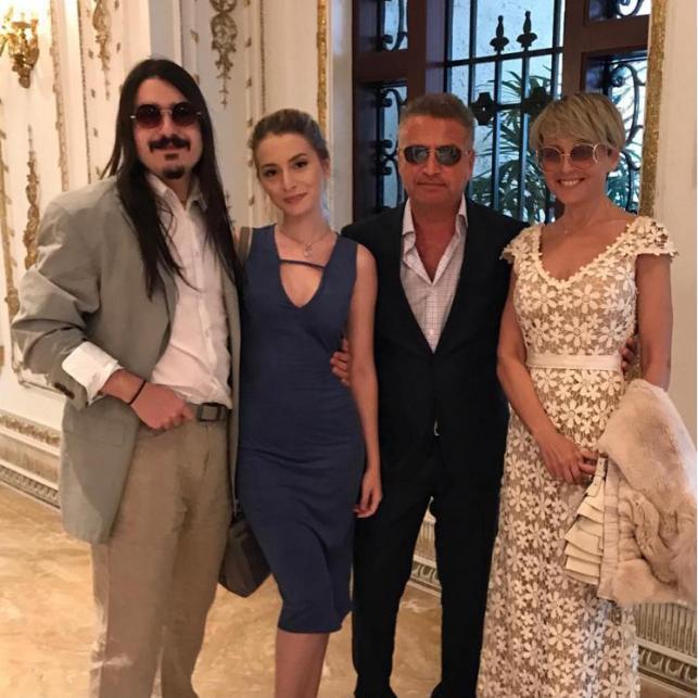 Анжелика Варум собрала всю семью напразднование Дня матери